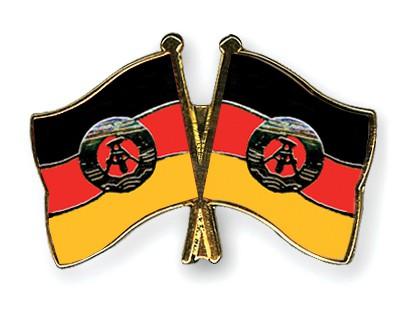 Crossed Flag Pins GDR-GDR