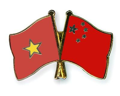 Crossed Flag Pins Vietnam-China
