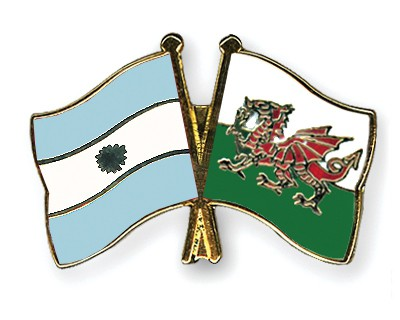 Crossed Flag Pins Argentina-Wales