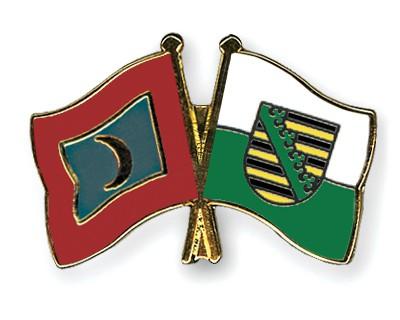Crossed Flag Pins Maldives-Saxony