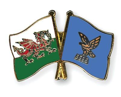 Crossed Flag Pins Wales-Friuli-Venezia-Giulia