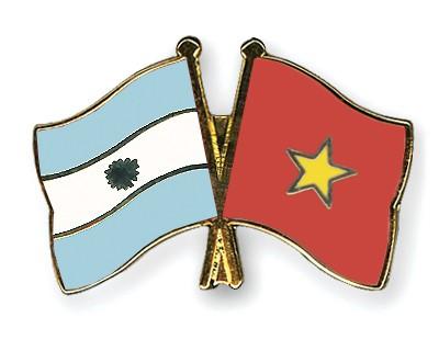 Crossed Flag Pins Argentina-Vietnam