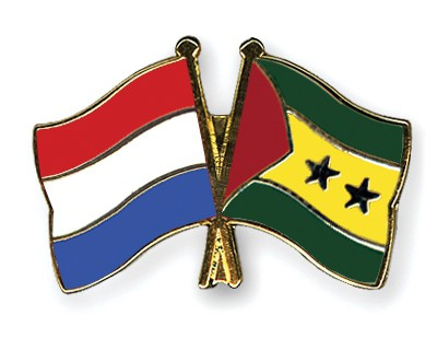 Crossed Flag Pins Netherlands-Sao-Tome-and-Principe