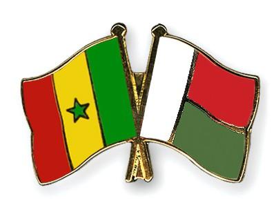 Crossed Flag Pins Senegal-Madagascar