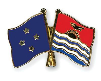 Crossed Flag Pins Micronesia-Kiribati