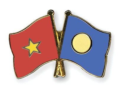 Crossed Flag Pins Vietnam-Palau