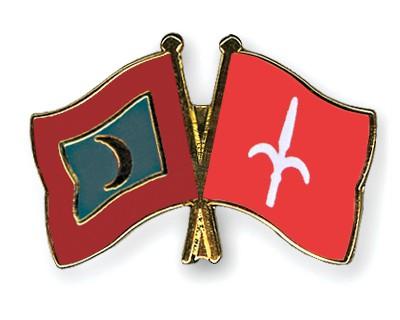 Crossed Flag Pins Maldives-Trieste