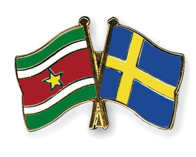 Crossed Flag Pins Suriname-Sweden
