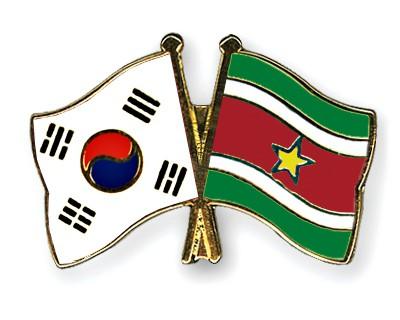 Crossed Flag Pins South-Korea-Suriname