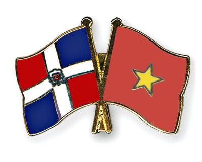 Crossed Flag Pins Dominican-Republic-Vietnam