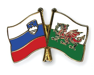 Crossed Flag Pins Slovenia-Wales