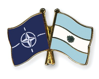 Crossed Flag Pins NATO-Argentina
