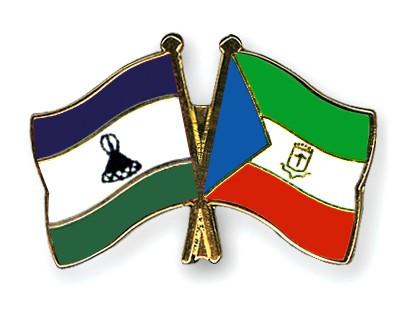 Crossed Flag Pins Lesotho-Equatorial-Guinea