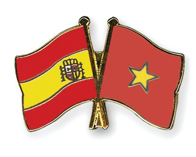 Crossed Flag Pins Spain-Vietnam