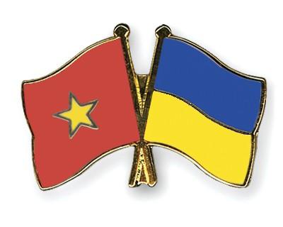Crossed Flag Pins Vietnam-Ukraine
