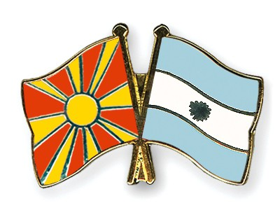 Crossed Flag Pins Macedonia-Argentina