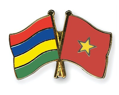 Crossed Flag Pins Mauritius-Vietnam