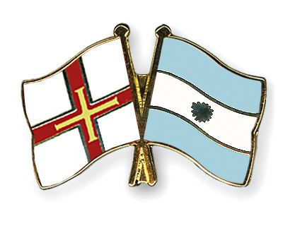 Crossed Flag Pins Guernsey-Argentina