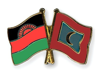 Crossed Flag Pins Malawi-Maldives