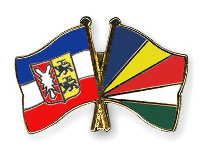 Crossed Flag Pins Schleswig-Holstein-Seychelles