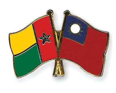 Crossed Flag Pins Guinea-Bissau-Taiwan