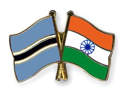 Crossed Flag Pins Botswana-India