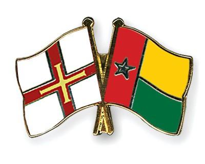 Crossed Flag Pins Guernsey-Guinea-Bissau