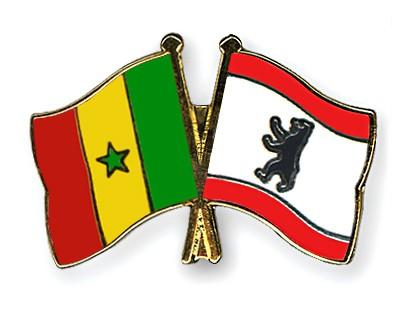 Crossed Flag Pins Senegal-Berlin