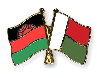 Crossed Flag Pins Malawi-Madagascar