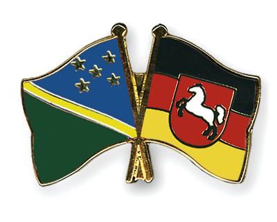 Crossed Flag Pins Solomon-Islands-Lower-Saxony