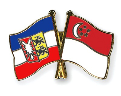 Crossed Flag Pins Schleswig-Holstein-Singapore