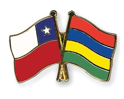 Crossed Flag Pins Chile-Mauritius