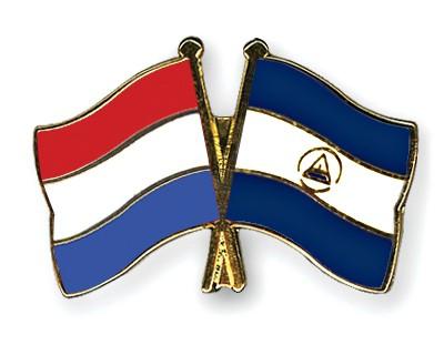 Crossed Flag Pins Netherlands-Nicaragua