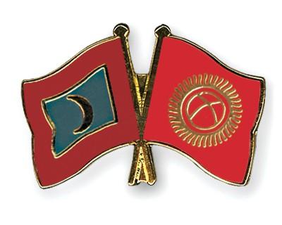 Crossed Flag Pins Maldives-Kyrgyzstan