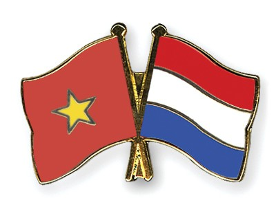 Crossed Flag Pins Vietnam-Netherlands