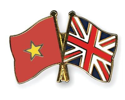 Crossed Flag Pins Vietnam-Great-Britain