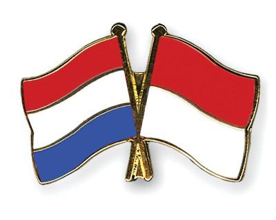 Crossed Flag Pins Netherlands-Monaco