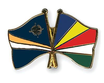 Crossed Flag Pins Marshall-Islands-Seychelles