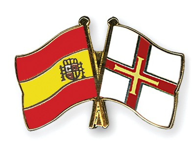 Crossed Flag Pins Spain-Guernsey