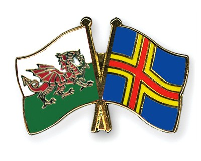 Crossed Flag Pins Wales-Aland