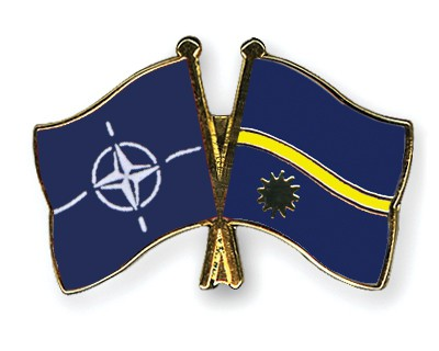 Crossed Flag Pins NATO-Nauru