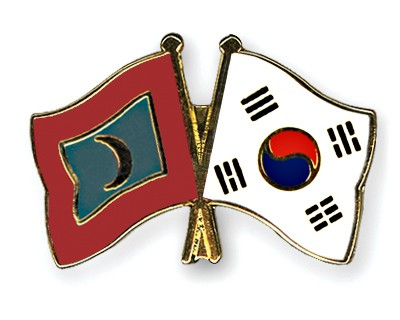Crossed Flag Pins Maldives-South-Korea