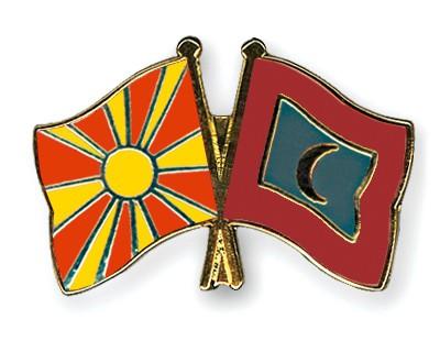 Crossed Flag Pins Macedonia-Maldives