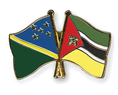 Crossed Flag Pins Solomon-Islands-Mozambique