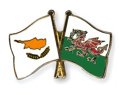 Crossed Flag Pins Cyprus-Wales
