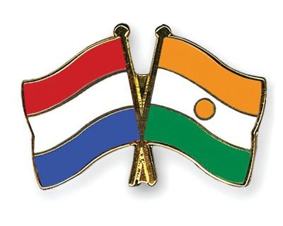 Crossed Flag Pins Netherlands-Niger