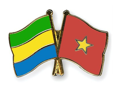 Crossed Flag Pins Gabon-Vietnam