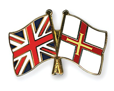 Crossed Flag Pins Great-Britain-Guernsey