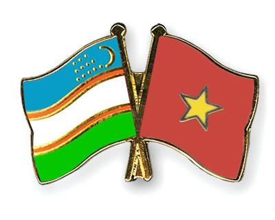Crossed Flag Pins Uzbekistan-Vietnam