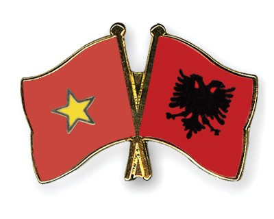 Crossed Flag Pins Vietnam-Albania